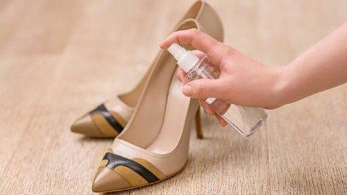 Кожа, замша, пробка, джут: как правильно почистить обувь?