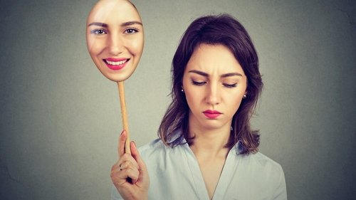 Депрессия с улыбкой: как ее распознать