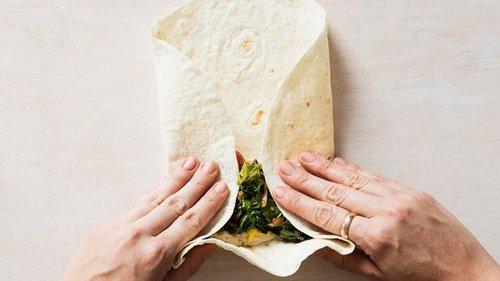 Заверните это немедленно: 3 простых и вкусных рецептов с лавашом