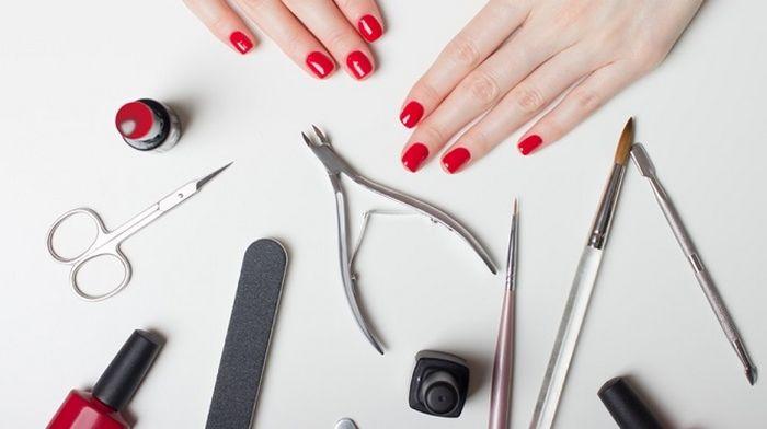 Все для ногтей: что стоит приобрести каждой девушке, которая хочет сделать маникюр гель-лаком?
