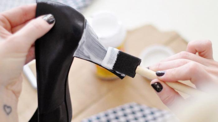 Ободрался каблук: как самостоятельно восстановить обувь