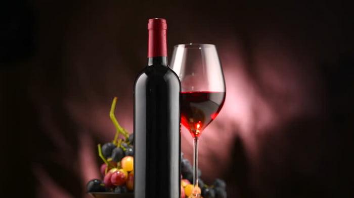 Бокал вина перед сном, полезно ли это