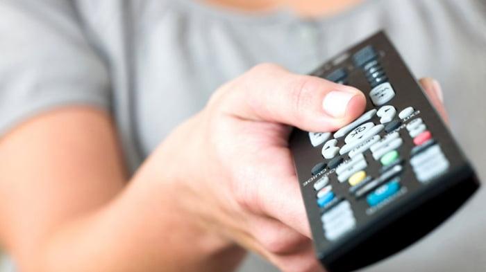 Как и чем почистить пульт от телевизора внутри и снаружи
