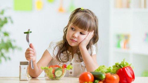 Нужно ли заставлять ребенка есть, если он не хочет