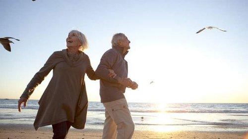 10 признаков того, что человек проживет долго — согласно науке