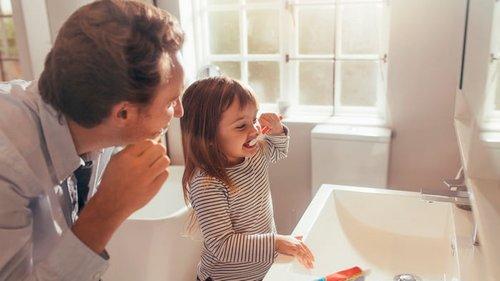 Почему нельзя чистить зубы сразу после еды